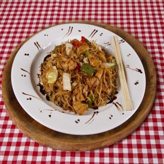 4. Opekané čínske rezance s kuracím mäsom